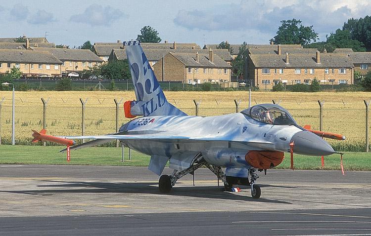 F16A_J236_322SQ_980725.jpg